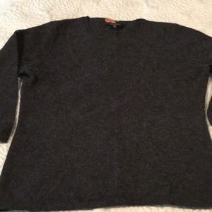 100% cashmere sweater. 3/4 sleeve. Charcoal grey